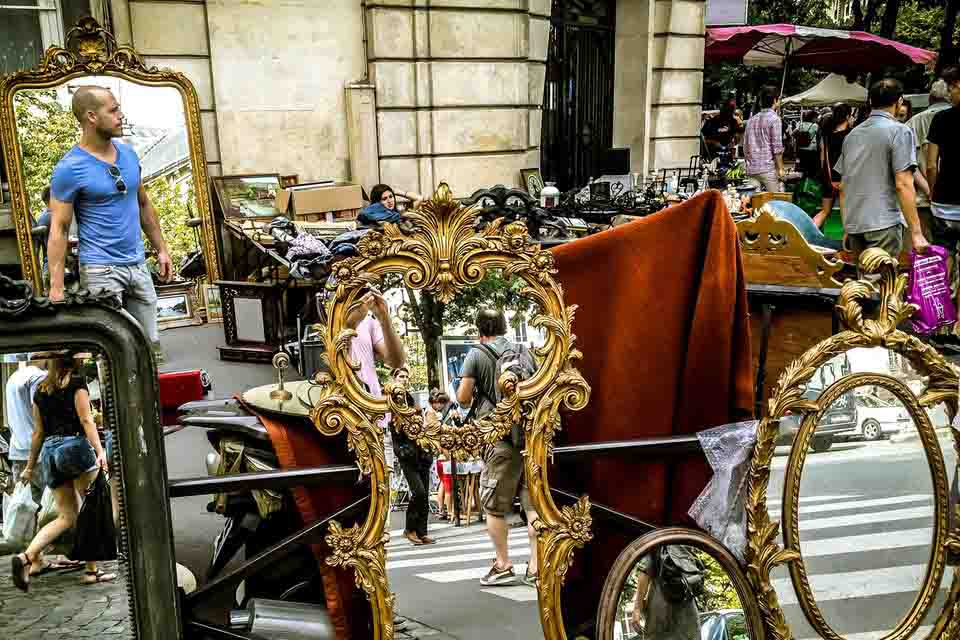 Fleamarket-in--paris-action