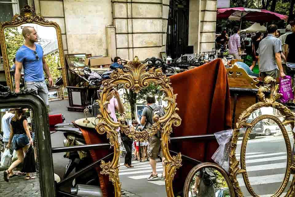 Fleamarket-in--paris-action