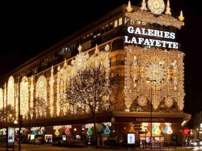 นักท่องเที่ยวขาช้อปต้องมา ห้างแกลเลอรี่ ลาฟาแยตต์ กรุงปารีส